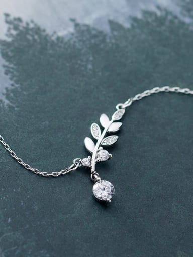 925 Sterling Silver Cubic Zirconia   Minimalist Leaf Necklace
