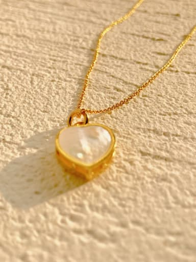 Copper Shell White Heart-shaped Necklace
