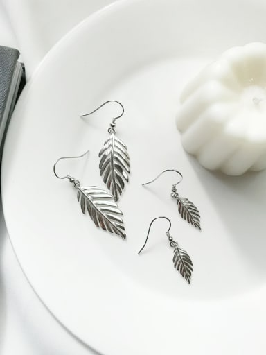 925 Sterling Silver Leaf Vintage Hook Earring
