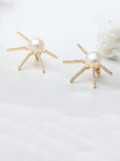 White zirconium plated 18K gold t08b11 Copper Cubic Zirconia Flower Minimalist Stud Earring