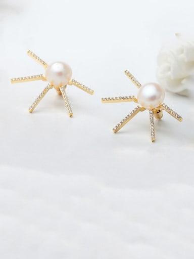 White zirconium plated 18K gold t08b11 Copper Cubic Zirconia Flower Minimalist Stud Earring