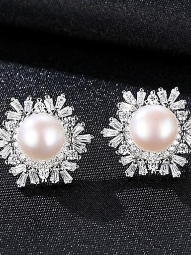 White 1K01 925 Sterling Silver Freshwater Pearl White Flower Trend Stud Earring