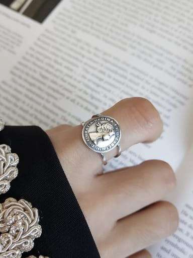 925 Sterling Silver Round Artisan Retro Queen Signet Ring