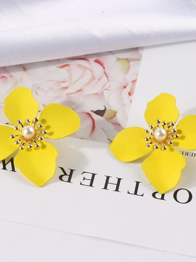 yellow Mixed Metal Freshwater Pearl White Flower Cute Stud Earring