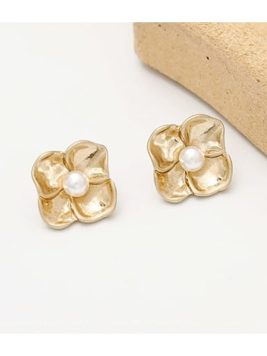 Sargin Copper Imitation Pearl Flower Vintage Stud Earring