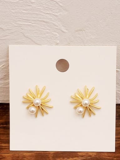 Dumb gold Copper Imitation Pearl Flower Minimalist Stud Earring