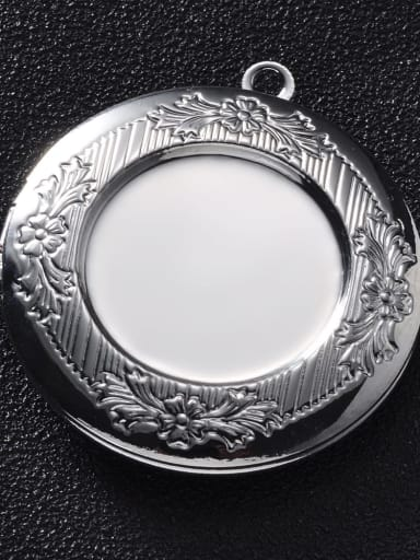 White K Copper Round Charm Height :  32.5mm , Width:35.7 mm