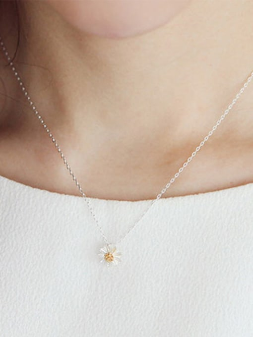 Arya Simple Little Flower Pendant Silver Women Necklace