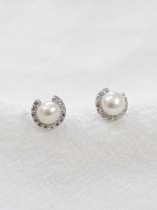 Arya Fashion White Freshwater Pearl Round Silver Stud Earrings