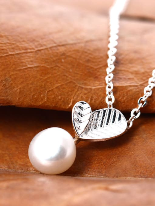 Christian Freshwater Pearl Leaves Clavicle Temperament Necklace
