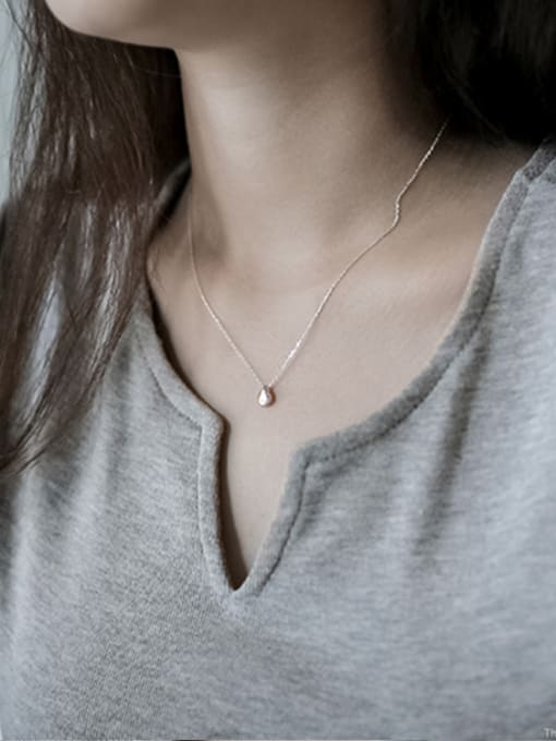 Arya Simple Little Water Drop Pendant Smooth Silver Necklace