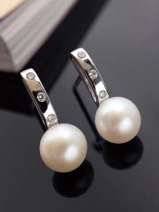 Evita Peroni Simple Freshwater Pearl stud Earring