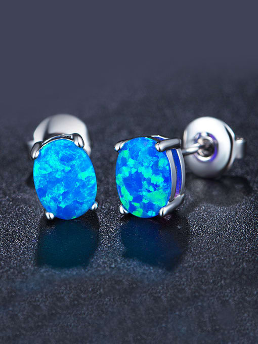 Chris 2018 2018 Oval-shaped stud Earring