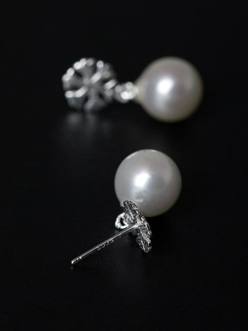 Christian Simple Shell Pearl Little Snowflake 925 Silver Stud Earrings