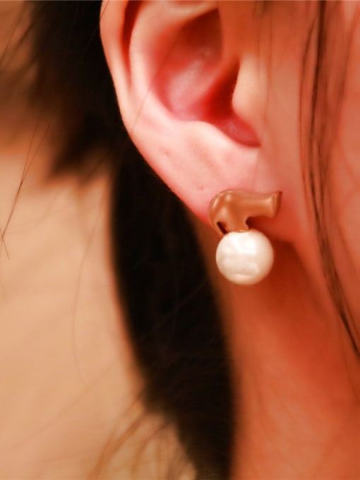 Rose Temperament Shell Pearls Stud Earrings