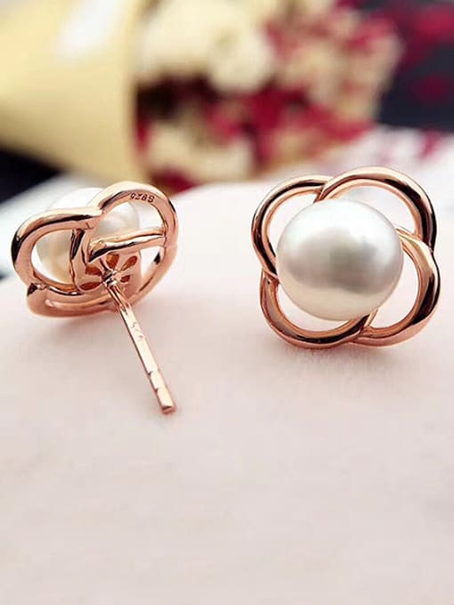 Evita Peroni Freshwater Pearl Flower stud Earring