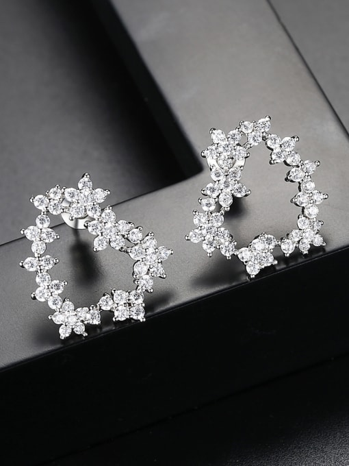 Ling Xia Copper With White Gold Plated Delicate Heart Stud Earrings