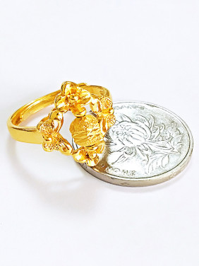 Women Gold Plated Clover Shaped Ring