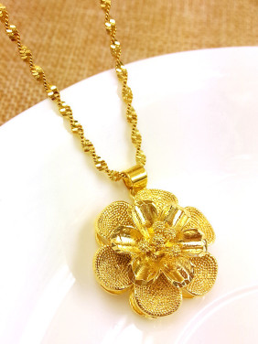 Temperament Gold Plated Flower Shaped Necklace