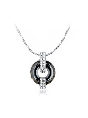 Black Ring-shaped Crystal Necklace