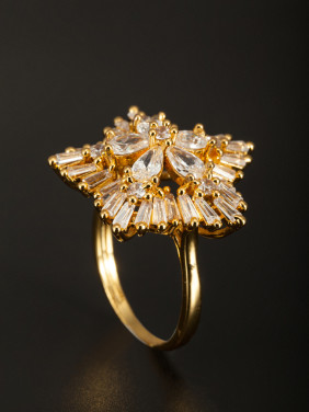 A Gold Plated Copper Stylish Zircon Ring Of Star