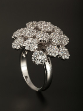 A Platinum Plated Copper Stylish Zircon Ring Of Flower
