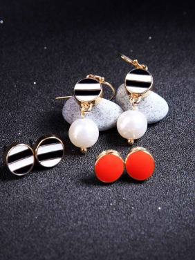 Simple Artificial Round Shaped Stud Earrings