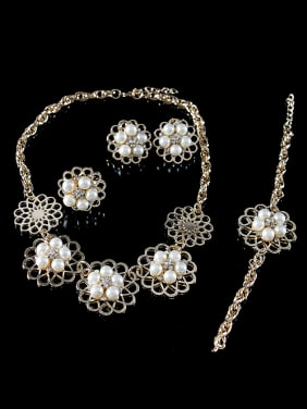 2018 Flower Artificial Pearl Four Pieces Jewelry Set