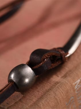 Spoon Shaped Cownhide Leather Necklace