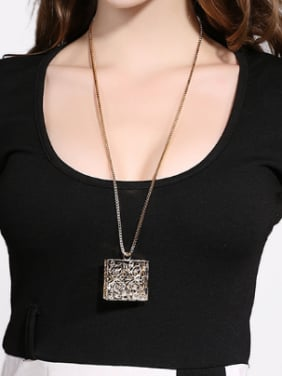 18K Gold Hollow Brand Shaped Necklace