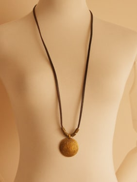 Round Shaped Cownhide Leather Necklace