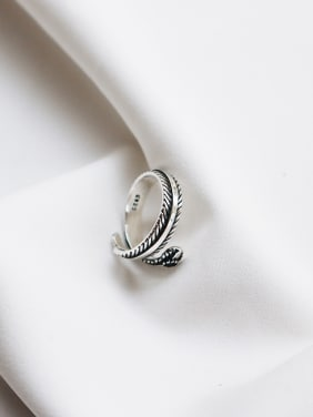 Sterling Silver Black Zricon feather free size Ring
