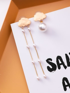 Alloy With  asymmetric  Imitation Pearl clouds Stud Earrings