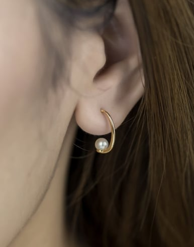 925 Sterling Silver With Gold Plated Delicate Freshwater Pearl Moon Stud Earrings