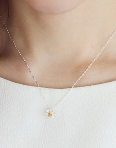 Simple Little Flower Pendant Silver Women Necklace