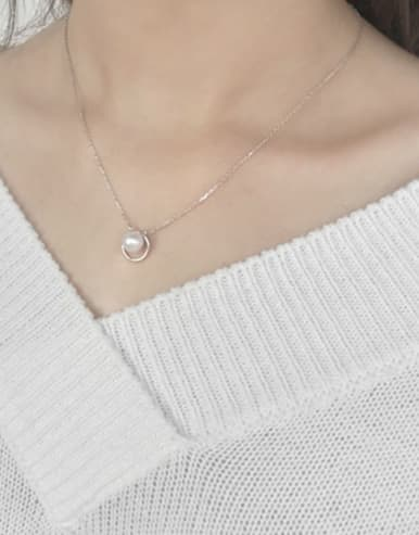 Fashion White Freshwater Pearl Hollow Round Silver Necklace