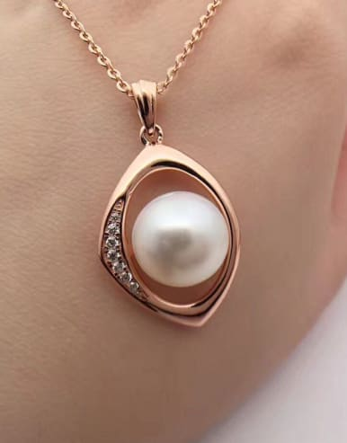 Freshwater Pearl Eye-shaped Necklace