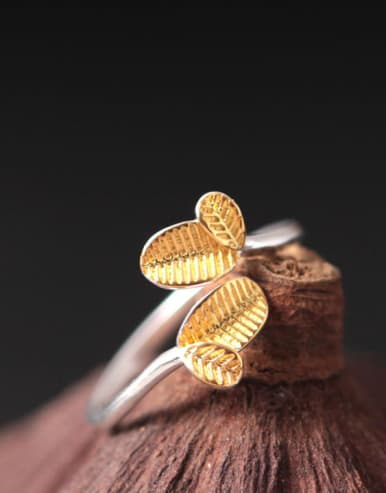 Small Lovely Leave-shape Statement Ring