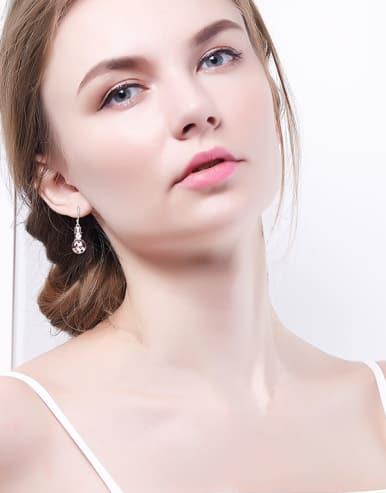 Snowman-shaped hook earring