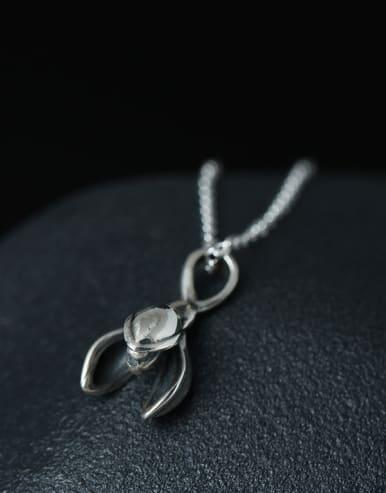 Retro Magnolia Flower Clavicle Necklace
