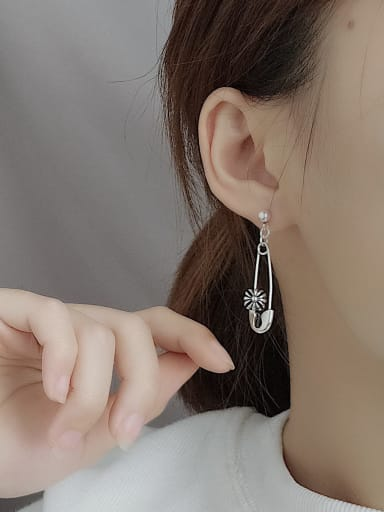 Vintage Sterling Silver With  Simplistic Small Pin   Drop Earrings