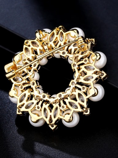 Copper With Cubic Zirconia/Imitation Pearl Luxury Flower Brooches