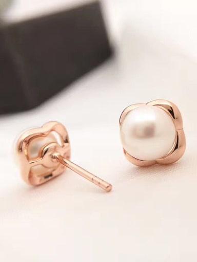 2018 Simple Freshwater Pearl Flower stud Earring