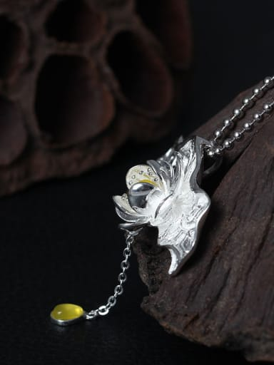 Creative Natural Topaz Lotus Leaf Necklace