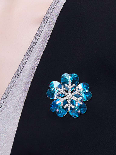 2018 2018 2018 2018 2018 2018 Flower-shaped Crystal Brooch