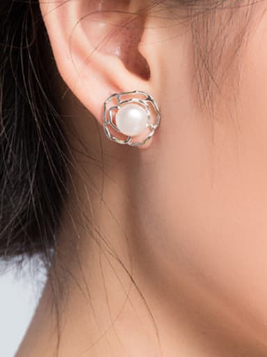 2018 Freshwater Pearl Hollow Flower stud Earring