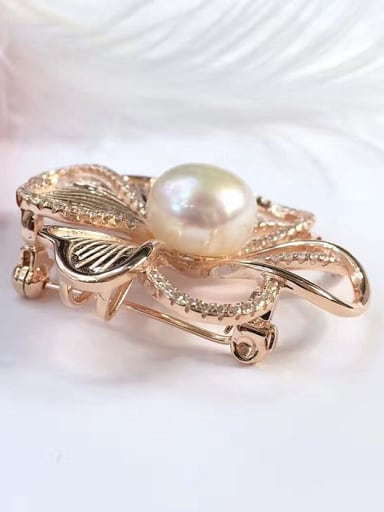Freshwater Pearl Four-leaf Clover Brooch