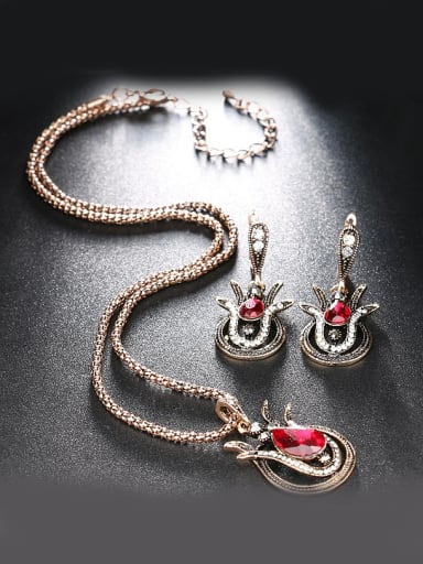 Retro Noble Red Glass stones White Rhinestones Alloy Two Pieces Jewelry Set