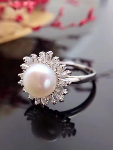 Fashion Freshwater Pearl Snowflake Ring
