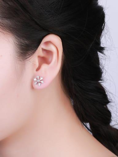 Elegant Snowflake Shaped Zircon Earrings